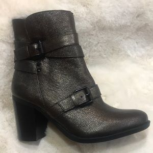 Naturalizer boots!!